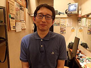 斎藤さんには宮城さんがやっていたジーン・シモンズのメイクをしてもらいます。
