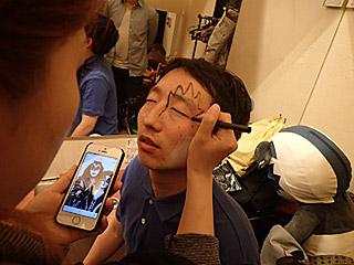 下書きをしてもらう斎藤さんの顔が、別の意味でキッス顔だった。