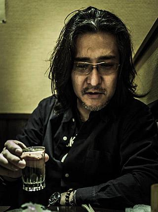 カメラマンの渡邉泰裕さん。おっかねえ。