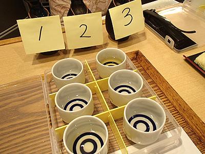 左側が奥から1、2、3。右側が奥からA、B、Cと並んでいる。初級は色でもある程度分かる。A-3、B-2、C-1が正解。