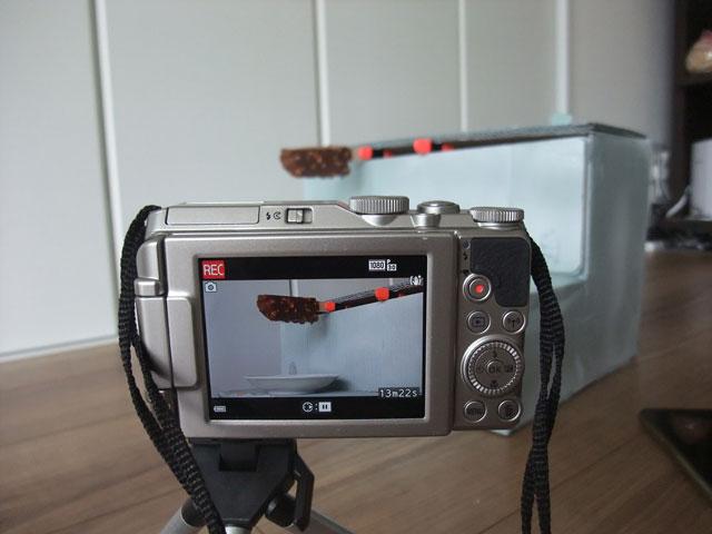 ハーゲンダッツが落ちる瞬間を録画するためにセッティングしたカメラのモニター。