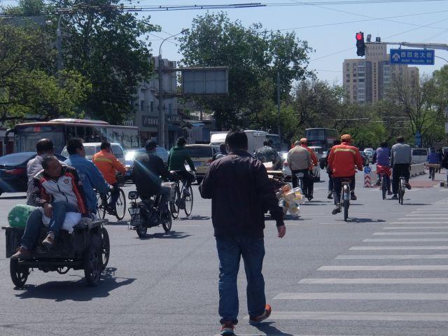 千葉の北京通りに比べ、スピードがなく、あわただしくないのがリアル北京。