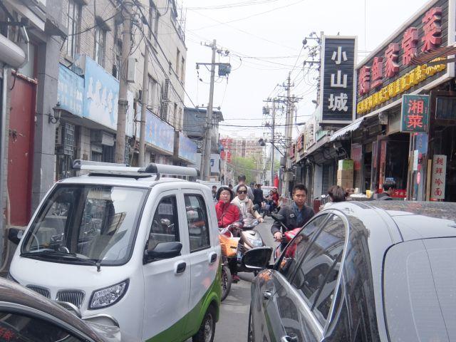 この狭さ、北京通りに通じるところがある。