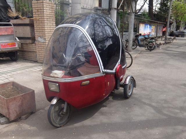 古い街にもこんな三輪車があったりする。