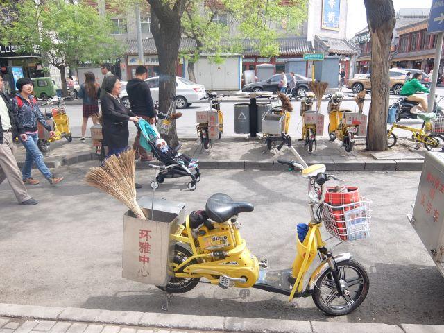 掃除用電動自転車。全てが詰まっててクール!