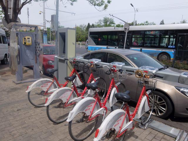 公共のレンタサイクルもある。市川の北京通りでもやってみるよろし。