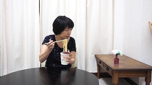 ラーメン食べながらスタンパイする。