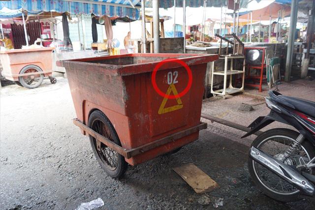 2(ゴミ回収車)。