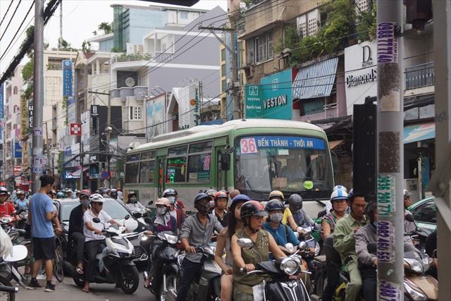 あいかわらず人混み、というよりバイクの数がすごい!