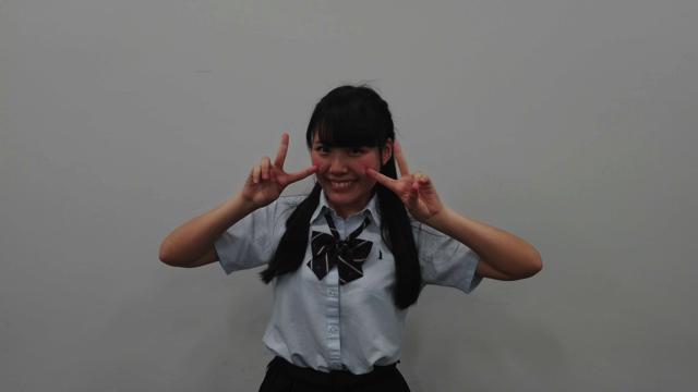 平松いのりさんは高校の制服で来ていた。眩しい、これが若さか