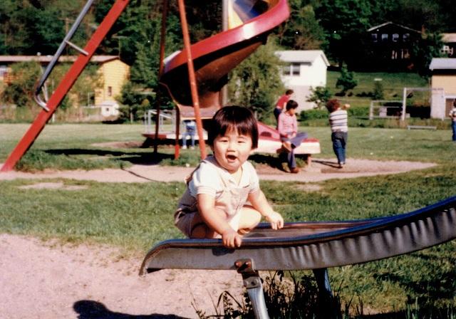 若かりし筆者。ニューヨーク自宅近くの公園にて