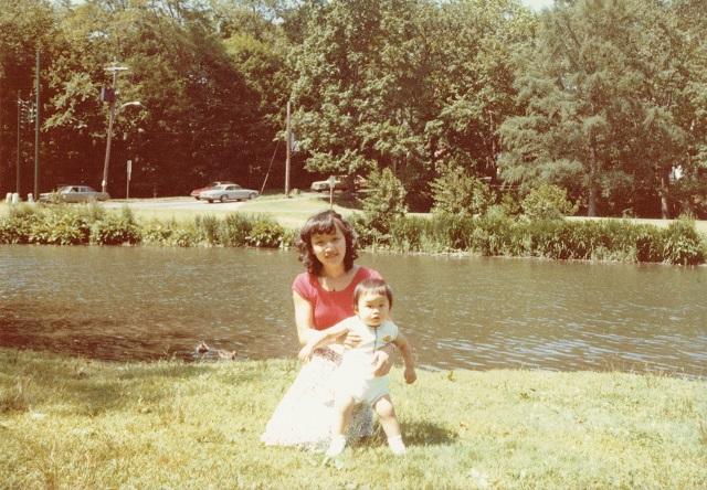 自宅裏のブロンクスリバーにて。よく家族でピクニックをした思い出の河川敷。憶えてないけど