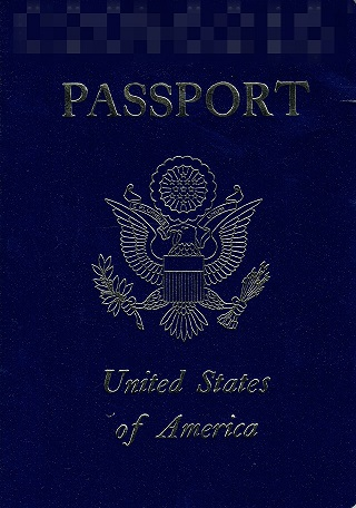 アメリカのパスポート。すでに失効しているが、必要になるときがくるかもしれないと貸金庫で保管しておいてくれたらしい