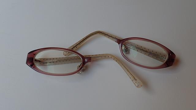 忘れたい思い出の例、割れたメガネ(あとで説明します)。