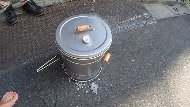 思い出が煙となって燻製器を満たす。