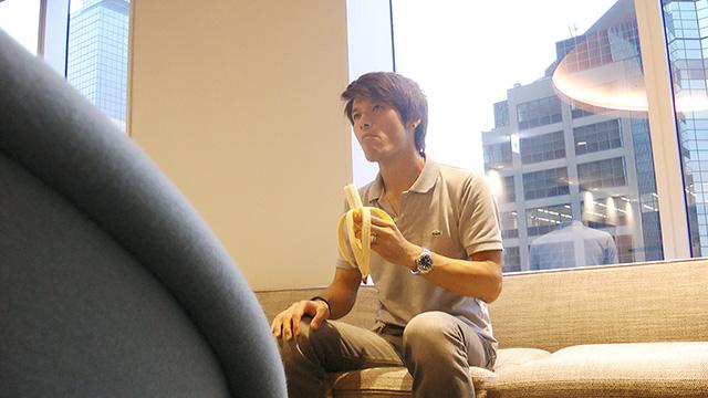 写真7.バナナを食べている被写体にも迫力が増すのか?