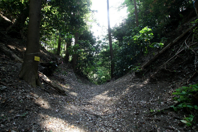 一番傾斜のきつい峠の部分は、大きく掘り切られている