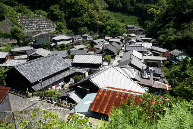 旧東海道は宇津ノ谷の集落内へと続いていくのだが――