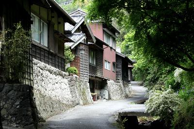 古代の東海道沿いに残る花沢集落もまた素晴らしい