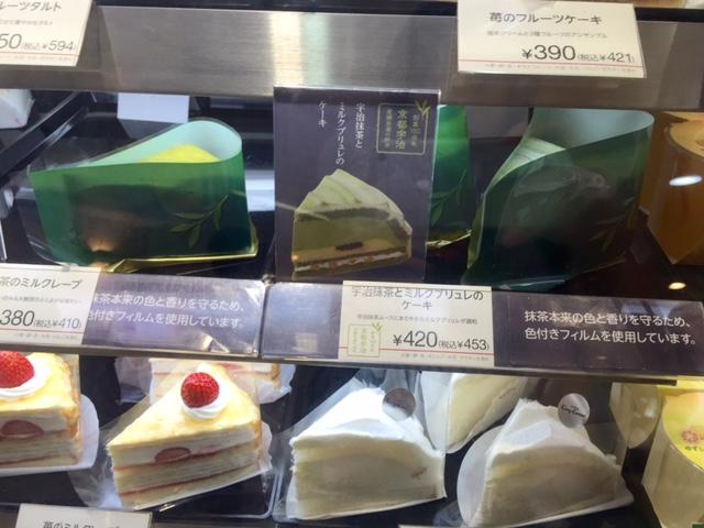 抹茶のケーキは苦味があるから甘さは控えめなのでは。