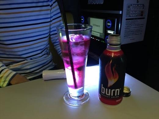 お酒をペンライトで照らすときれいでした。