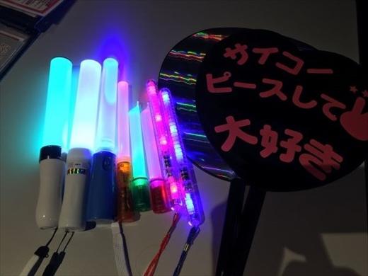 100円ショップと家電量販店で買いました。
