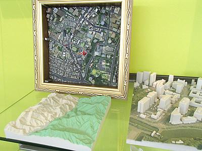 こういう地形模型では高さ方向の尺度が大きくされて分かりやすくなっている物が多いそうです。3D Print Mapsはそのままの尺度で作られている。