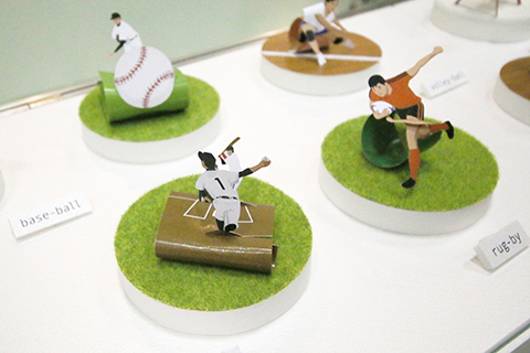 遠近感のある投手と打者の対決シーン。