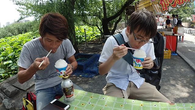 とにかく暑くて、同行してくれた安藤さんと一緒に、一心不乱にかき込んでしまった。