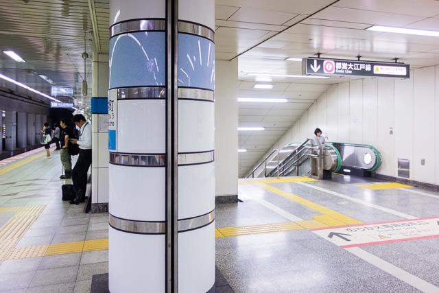 大江戸線への乗り換え階段から強風に乗って別の香りが。しかし今回はこれは加味しない。