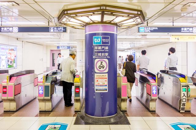 三越前駅での銀座線から半蔵門線乗り換えはいったん改札を出てしばらく歩く。銀座線は無臭だったが、さて半蔵門線ホームはどうだ?