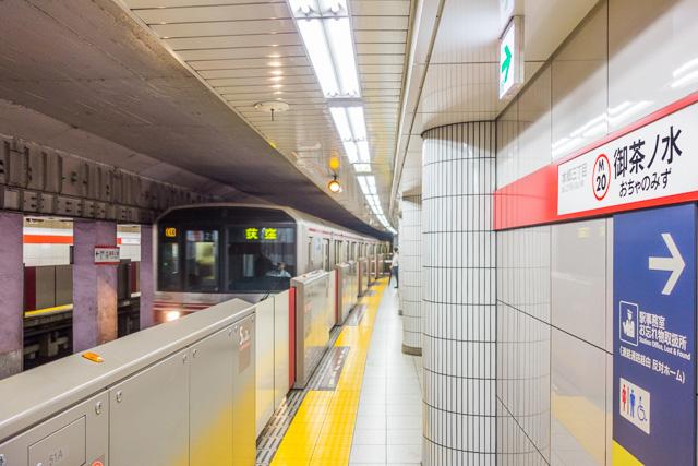 丸ノ内線に乗り、御茶ノ水駅へ。ホームに降りた瞬間は、今回のハイライトだった。