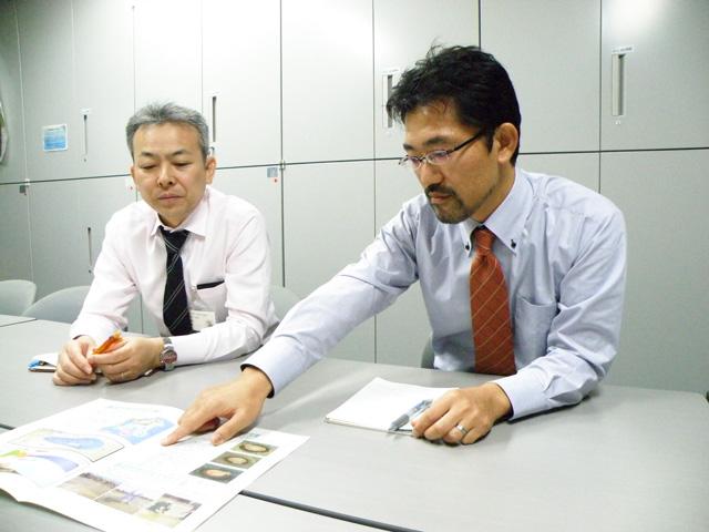 海岸課の伊藤さん(左)、荒金さん(右)