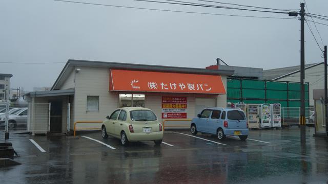工場の隣にはアウトレットの販売店もあった。いいですねいいですね…!