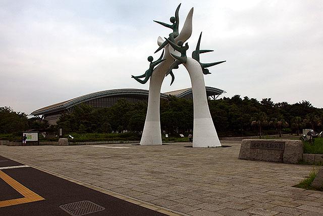 かつての夢の原っぱの上に、浦安市の競技場などが建っている。
