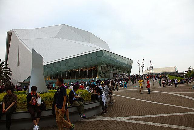 舞浜アンフィシアター。元々はシルク・ドゥ・ソレイユ専用劇場だったが2012年にリニューアルオープンした。