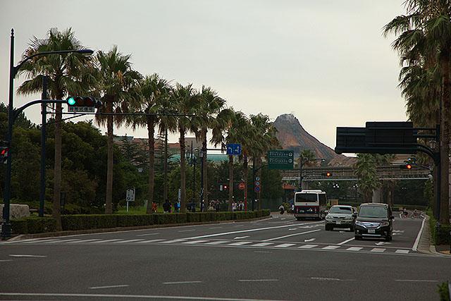 舞浜は道路の向こうに火山が見えたりして、景観として色々おかしい。