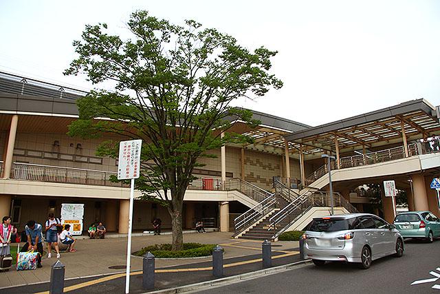 こっちはほとんどの人が見た事がない舞浜駅北口。ちなみに、舞浜商科大学という大学もない。