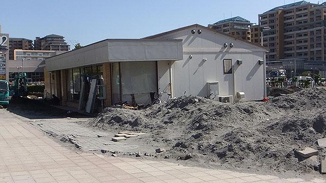 当時は店全体が傾いて沈んでいた。