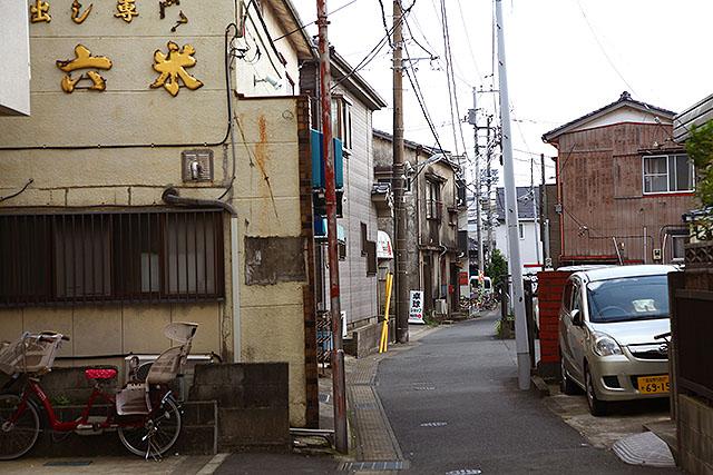 路地がゴチャゴチャしてて良い。浦安鉄筋家族の雰囲気がある。小鉄が出てきそうだ。