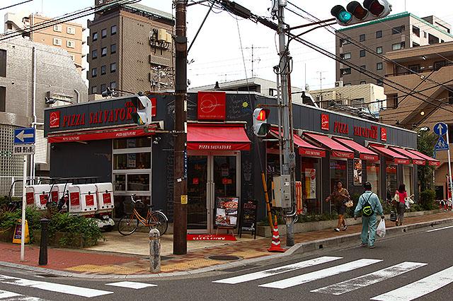 ビストロの近くにあるサルバトーレ。一時期葛西にも出来たんだけど、あっという間に撤退して、今そこにはスタ丼と家系ラーメンのお店がある。葛西的には本格ピッツァより、スタ丼やラーメンだったのだ。