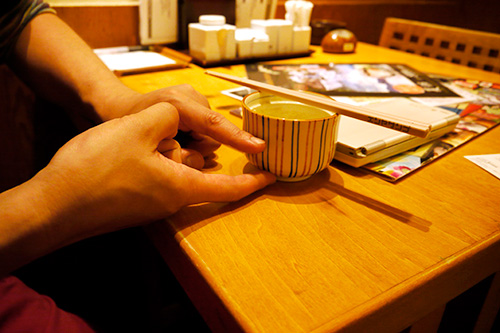 茶碗蒸しのプルンとした食感と春雨が好きな人、両方に満足してもらいたいので、卵の層と春雨の層を分けて蒸すのだと、コツを教えてもらった