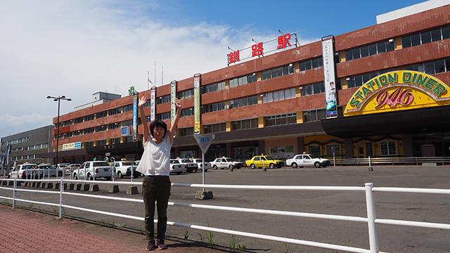 そこで釧路にやってきました。写真右にある店の名前もよく見たら946(くしろ)。