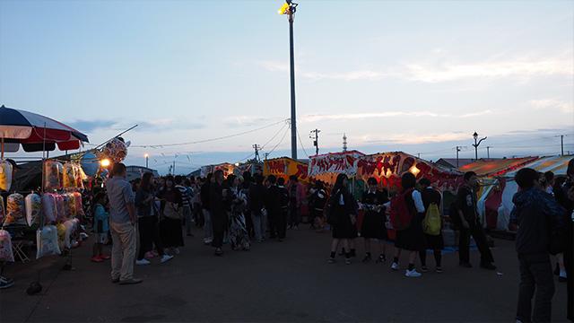 ちょうど厳島神社例大祭というお祭りがやっていた。すごい賑わいだ。