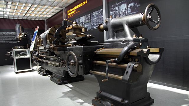 日本における工作機械の発展には、麺を作る機械に人生を掛けたある男が大きく関わっていました。