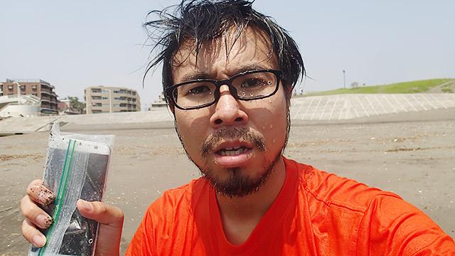 私はびしょ濡れだけど、スマホは大丈夫!