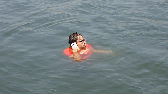 水の中でも電話できる!