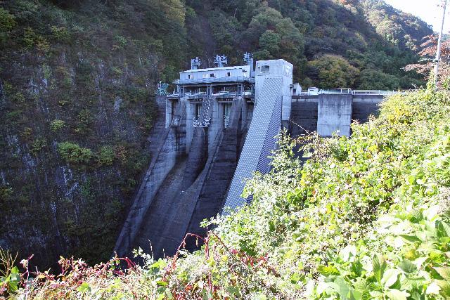 利根川ダム群の中では控えめな存在感の相俣ダム