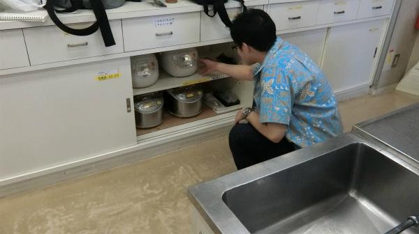 探してみたところ電気式炊飯器を発見し、お米を炊くことができた。