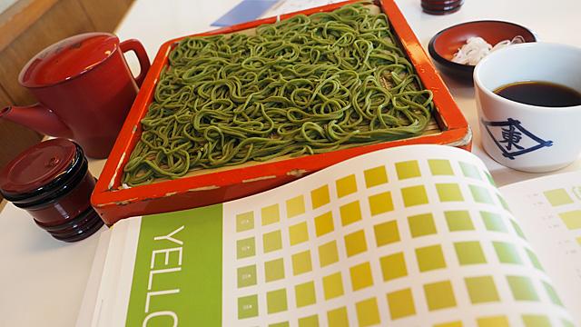 味とともに色もチェックしたくなる。それが釧路蕎麦!
